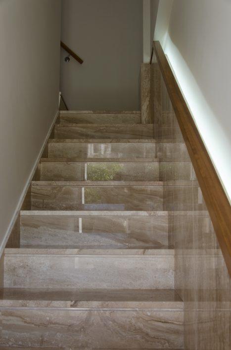 Escalera de acceso a la vivienda 2