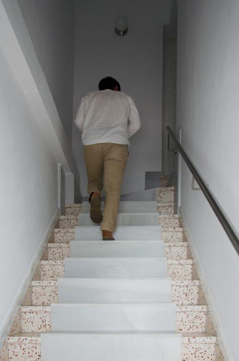 Escalera de acceso a la vivienda 1