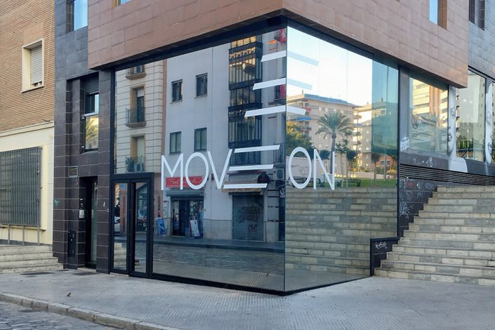 Imagen-corporativa-Move-On-Gimnasio-Ahaus-arquitectos-Antonio-Olaya-Huelva-Diseño