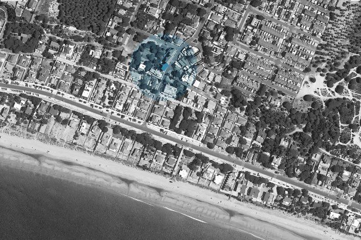 Acceso edificio La Pinta - vivienda - Antonio Olaya - Henar Herrero - Ana Gomez - Ahaus Arquitectos - Moguer - Mazagon - Madera - Alerce